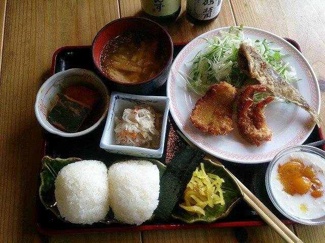 小豆島中山。昔の蔵を改造した趣のある食堂。地産地消