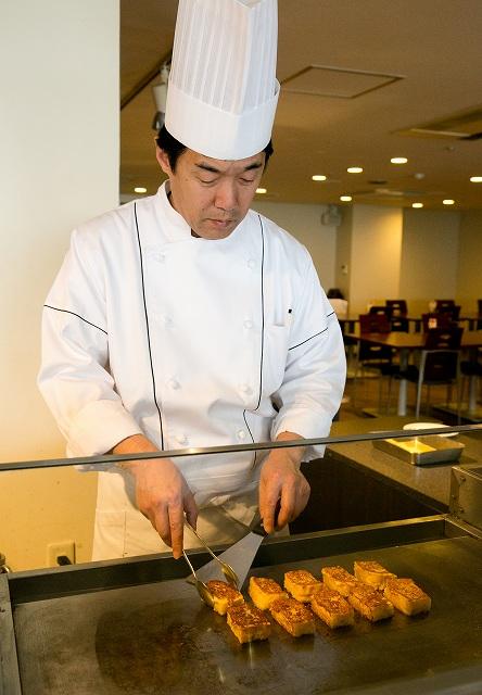 香川県産小麦「さぬきの夢」のパンのフレンチトースト♪隠し味に小豆島産のお醤油「ヤマロク醤油 鶴醤」を利かせて、甘さ控えめお食事にも合うフレンチトーストです。